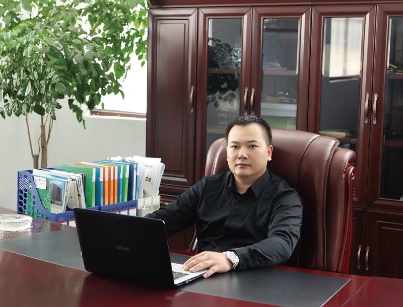 1亮科模具总经理李亮