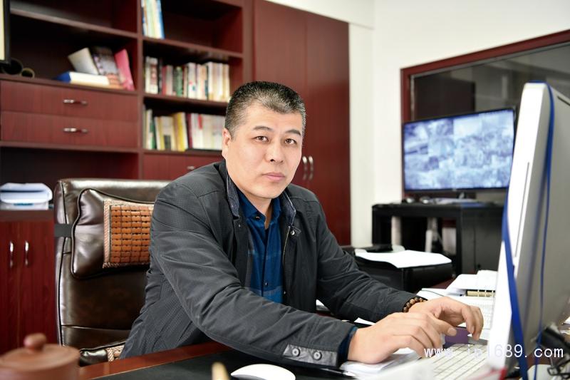 昆山市众捷塑料机械有限公司总经理鲍燕军