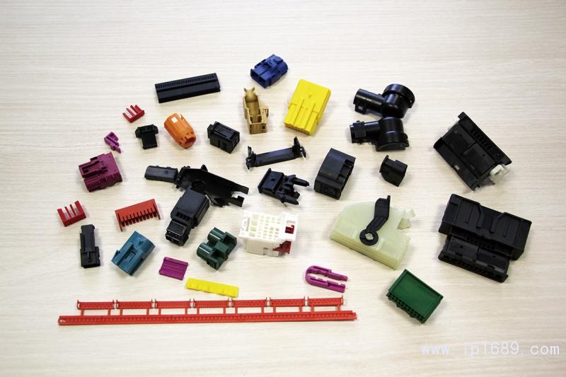 从PWF生产的广泛的小型部件中挑选出的产品