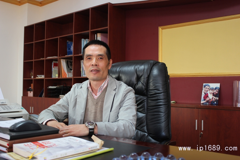 上海龙山凤总经理-邹昌凤