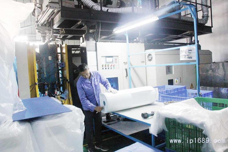 吹塑制品生产中IMG_9874