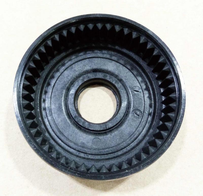采用注塑工艺加工出的高精度小齿轮,中心孔公差:仅0.06-mm