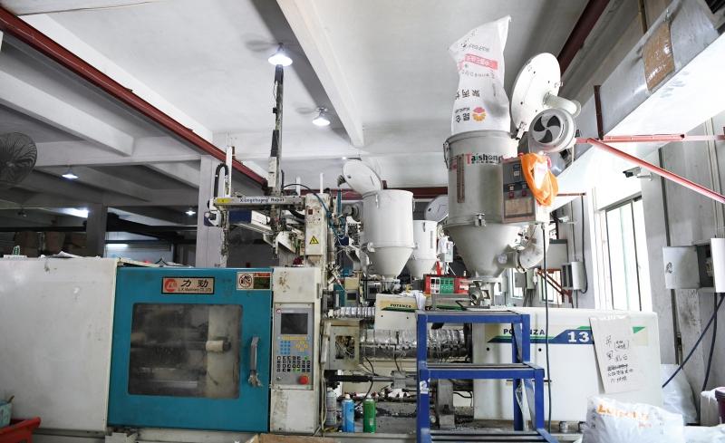 生产中的力劲注塑机-(2)