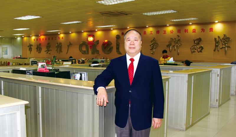 雅琪集团董事长谭炳立博士
