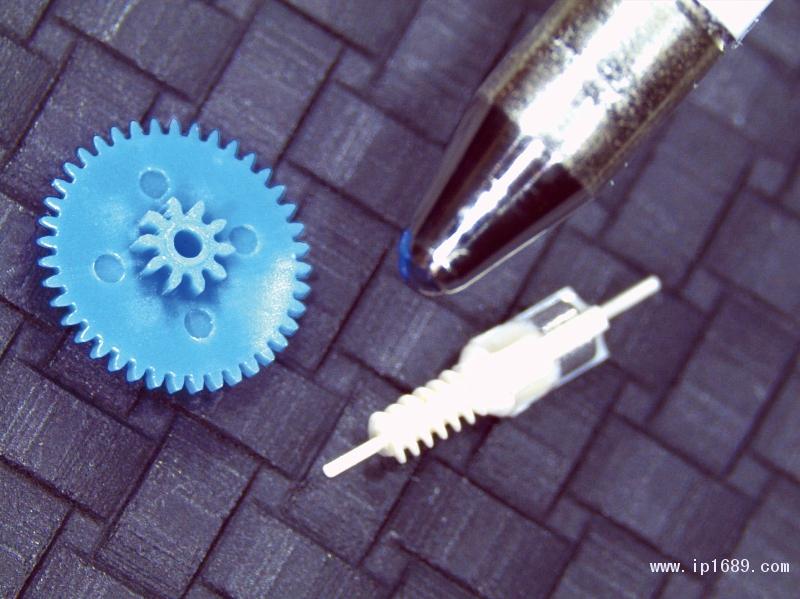 与其他产品的对比显示了齿轮的大小(图片来自mikrotechnik-HIRT)