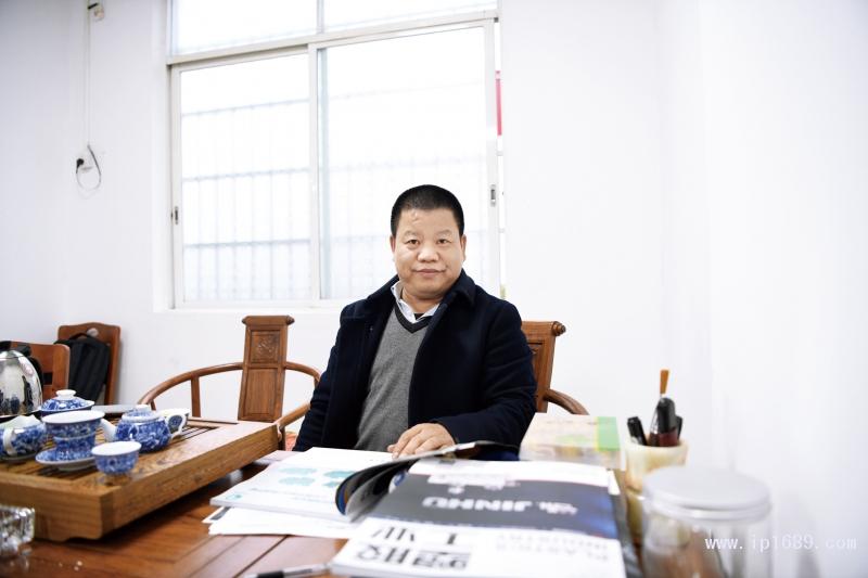 广州市锦盛辉煌无纺布实业有限公司总经理李标辉