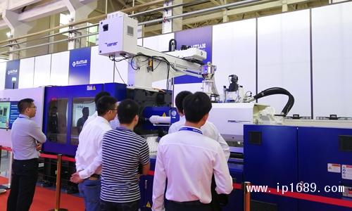 客商参观MAF高速包装注塑机生产-