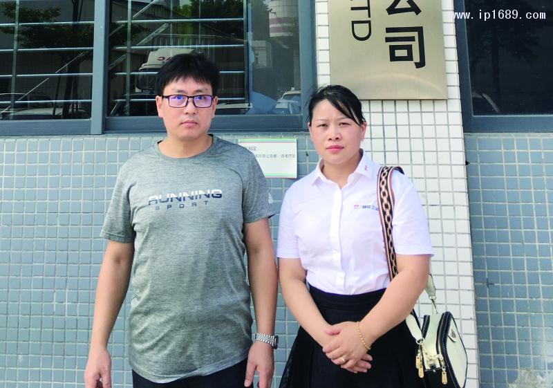 东莞瑞尔比斯模具有限公司生产部经理粱晓军 (左)