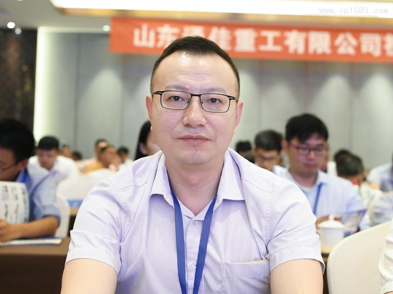 香港雅琪塑胶机器制造有限公司国内销售总监柳兵