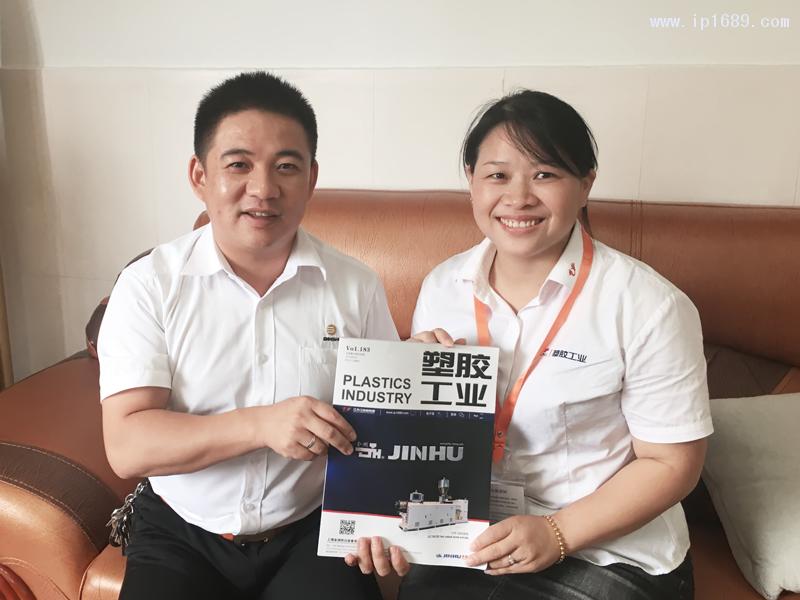 东莞市宾氏电子科技有限公司总经理李国亮(左)
