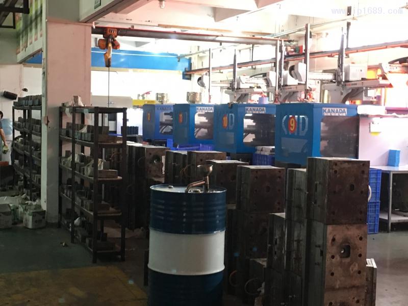 广州奇洛塑料制品有限公司 (3)车间机器