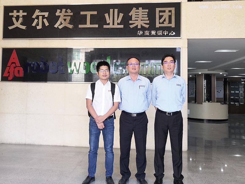 东莞市艾尔发自动化科技有限公司总经理陈智昌(中)与副总经理张景棠(右)