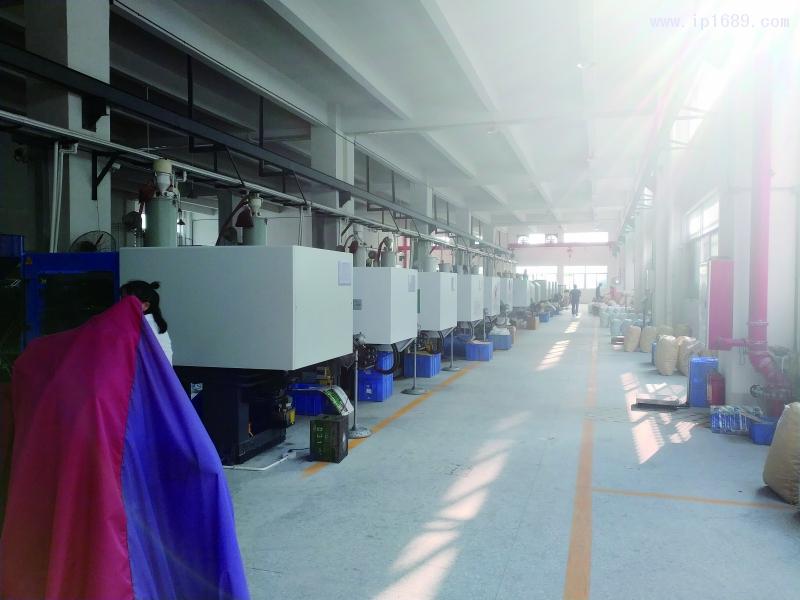 中山小榄镇永江塑料制品有限公司车间机器