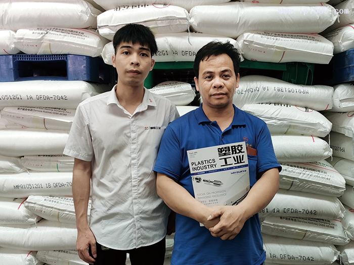 广东超塑塑料科技有限公司厂长谭模光(右)
