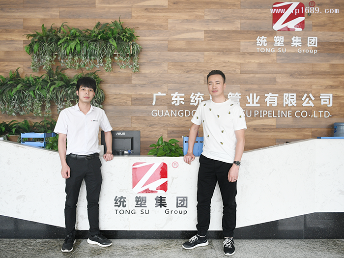 广东统塑管业总经理陈永伟(右)