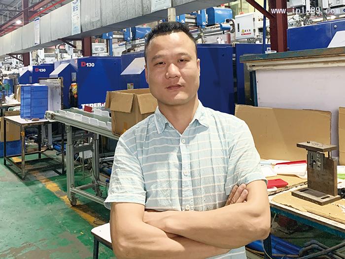 广州市弘震塑胶总经理刘鹏飞