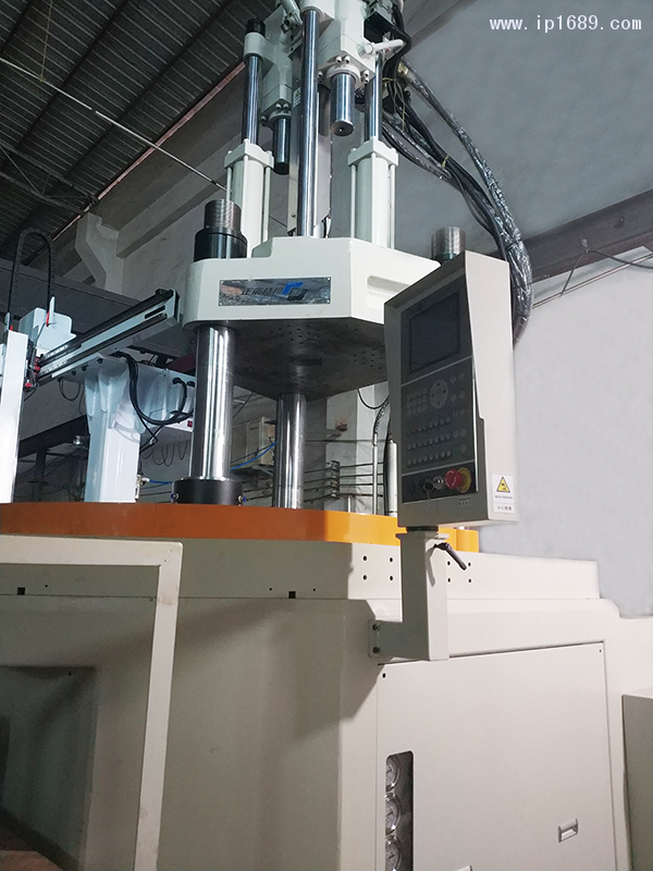 昊岚塑料电器厂设备