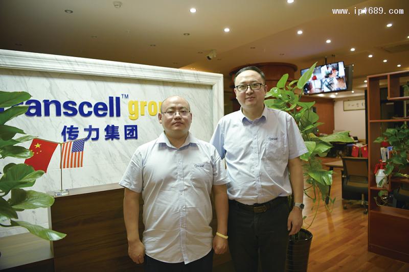 传力总经理英兵兵(左),销售总监李龙(右)