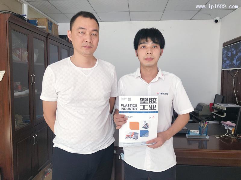 广州市赞杨塑料制品有限公司总经理张杨(左)