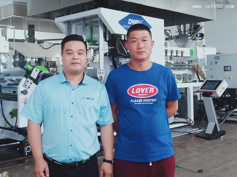河北连大包装制品有限公司销售部经理陶林(右)-