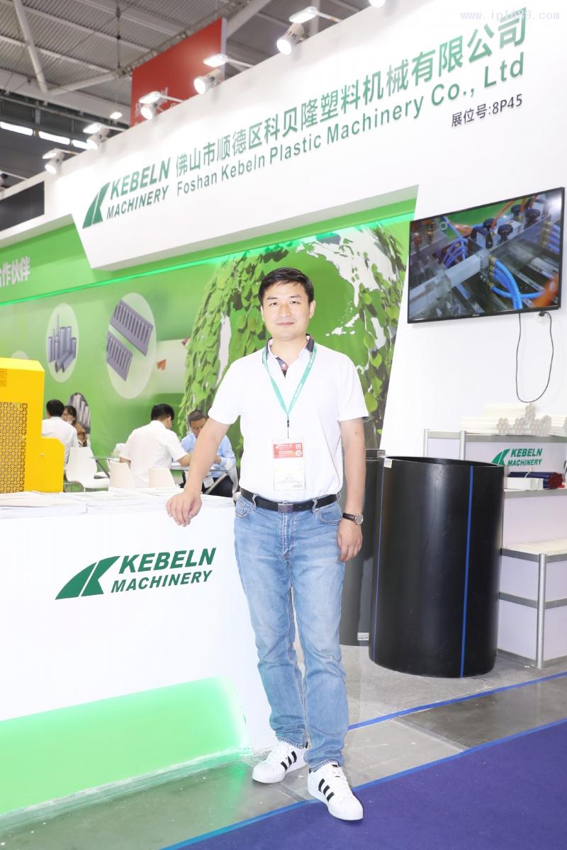 佛山市顺德区科贝隆塑料机械有限公司总经理高聪华(左