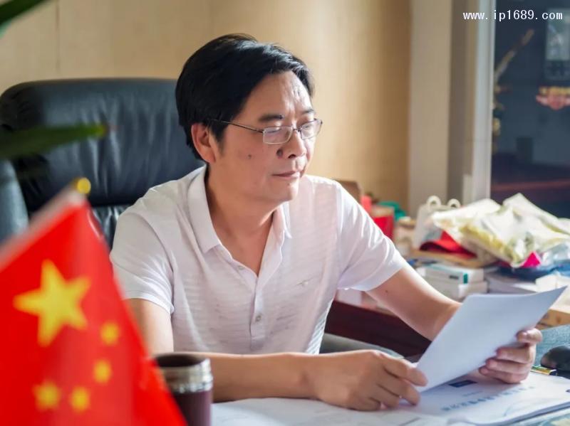 湖南路路通塑业股份有限公司董事长唐冬云