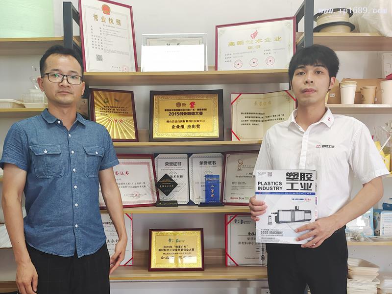佛山碧嘉高新材料科技有限公司业务经理李颜志(左)