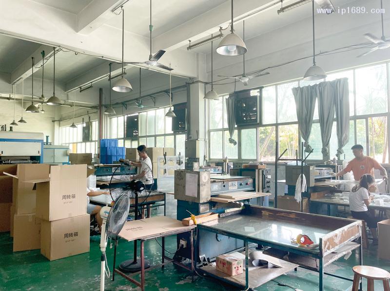 东莞市中晟吸塑制品有限公司生产车间